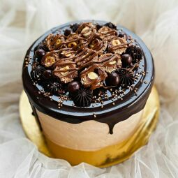"""<p style=""""text-align: left;"""">Brings you Freshly baked Cakes, Cupcakes, Jarcakes, Cakesicles, Donuts, Kunafa and, a lot more..!!</p>"""